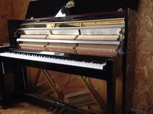 Piano KAWAI CX-H5 démonté pour une vente piano d'occasion réussie